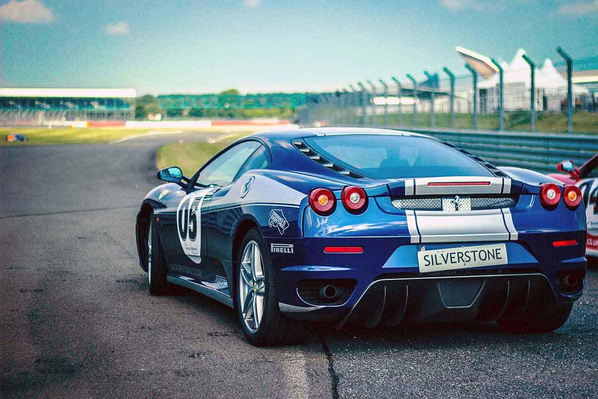 New Ferrari 488 GTB Hits 341 KM/H on Street F1